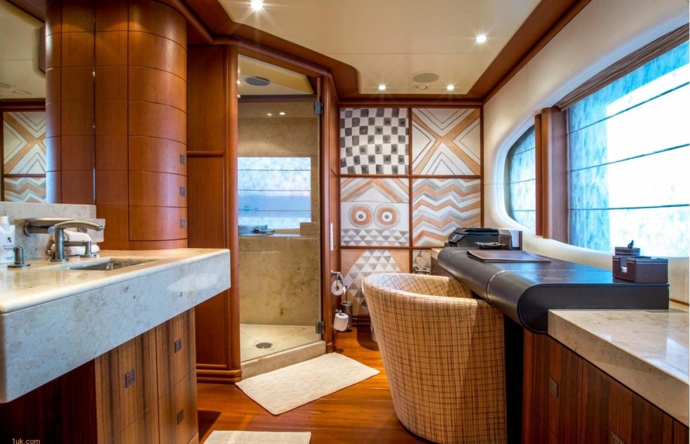 urry-cabin-office-bathroom