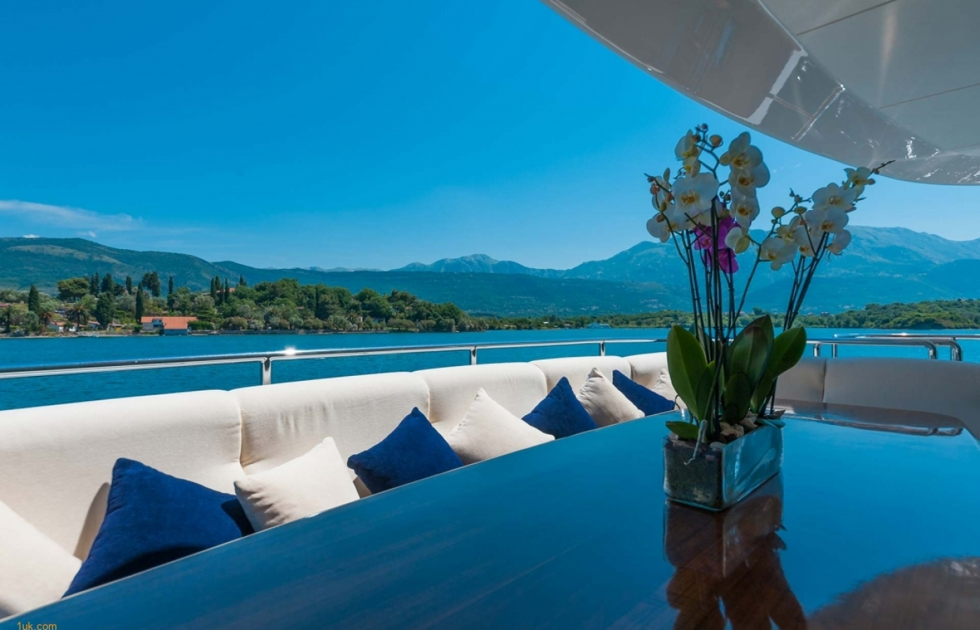 Outstanding views of Croatia from the dining table