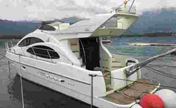 Azimut 42 Motor Yacht