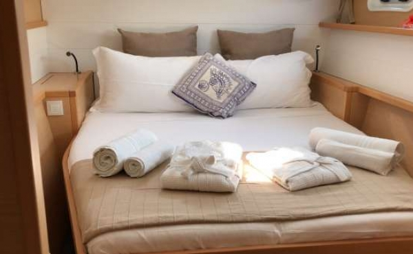 Cabin with towels and linen