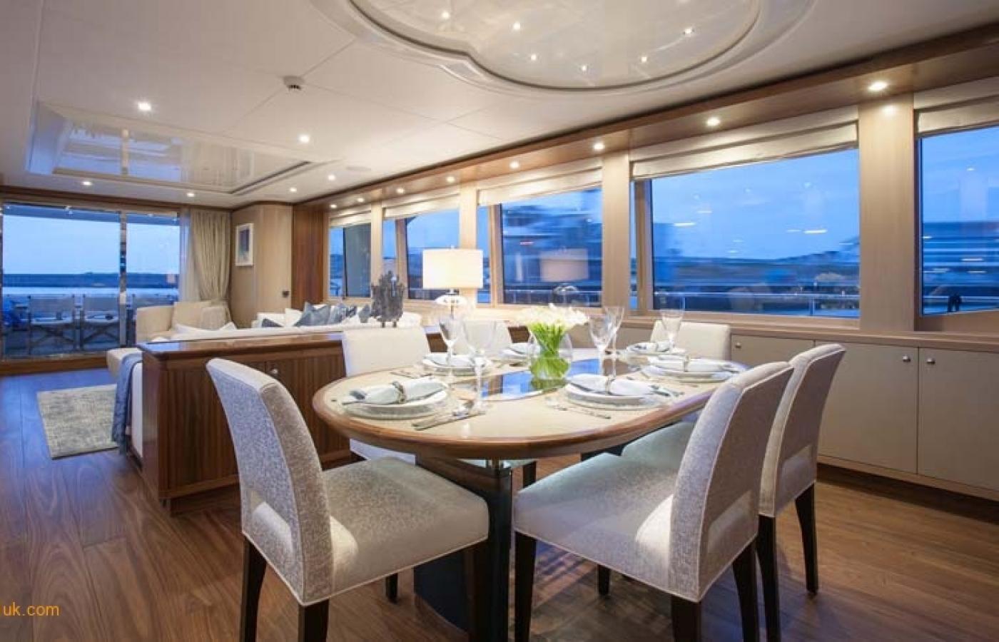 Yacht Firefly - Dining