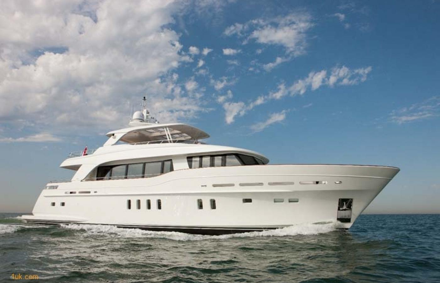 Yacht Firefly - Sea 1