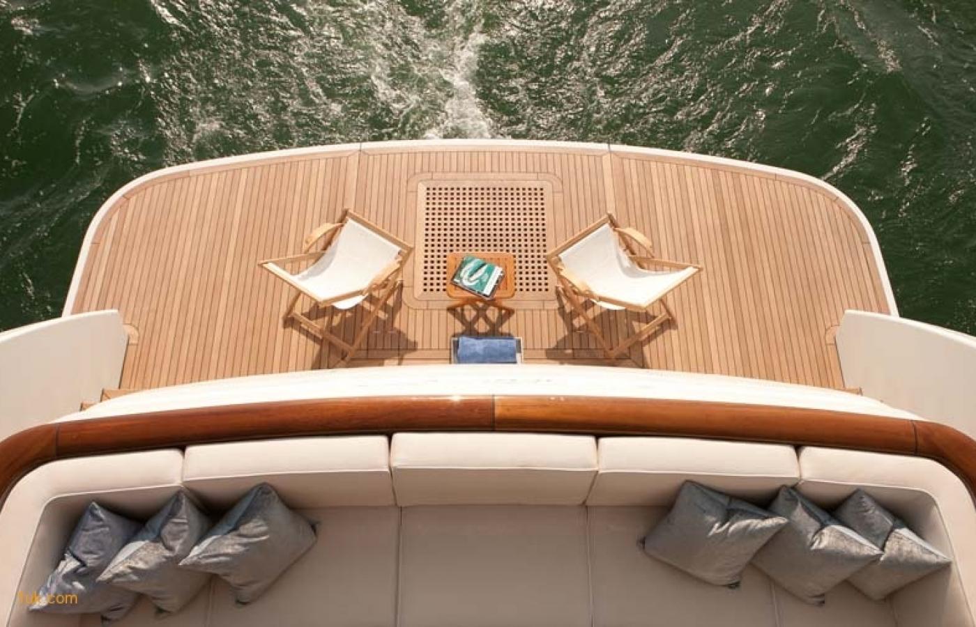 Yacht Firefly - Stern 2