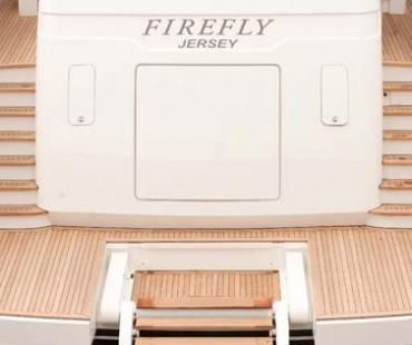 Yacht Firefly - Stern 1