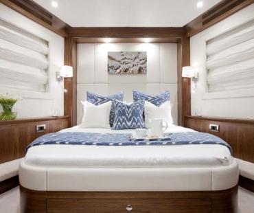 Yacht Firefly - VIP