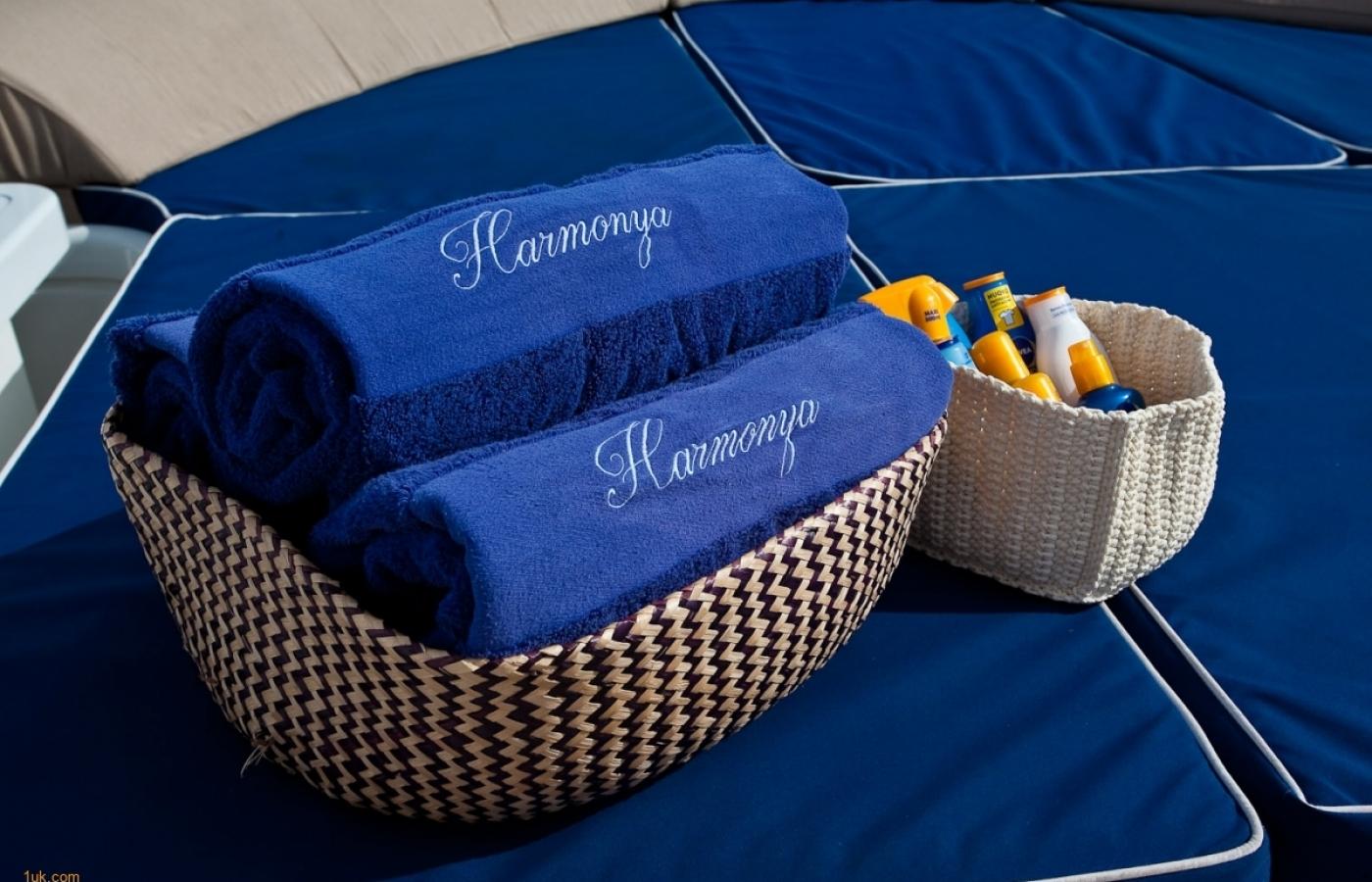 Harmonya_Towels