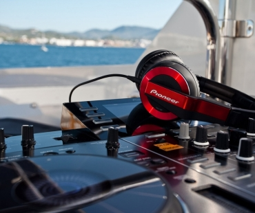 Harmonya_Flybridge DJ Station