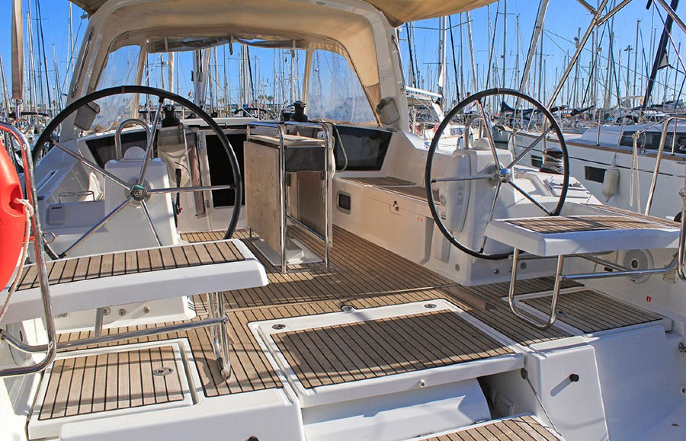 Two steering wheels on the Beneteau Oceanis 41.1. - FUGIS to port and starboard