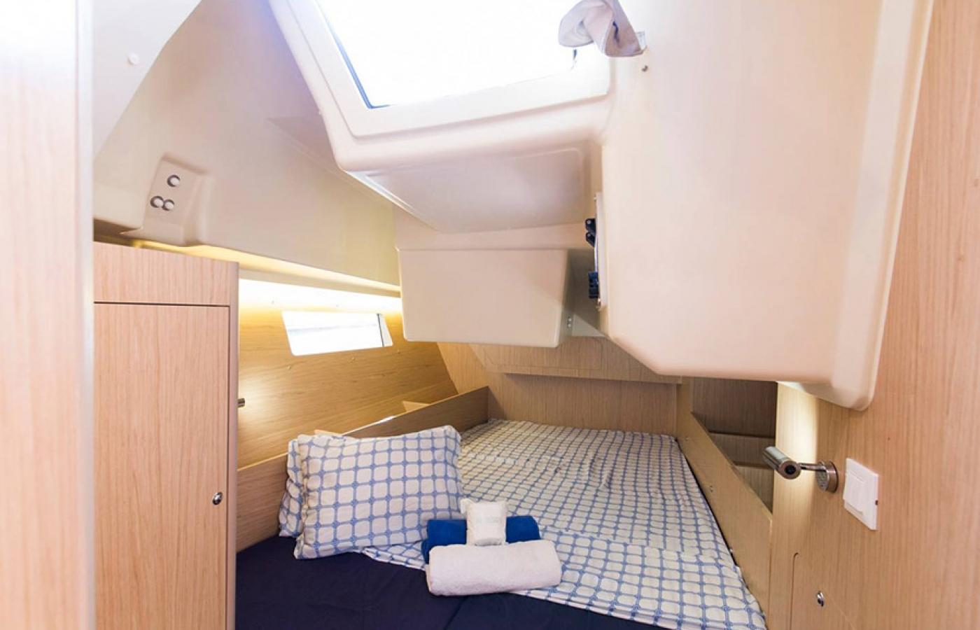 Second bedroom cabin on the Beneteau Oceanis 41.1. - FUGIS