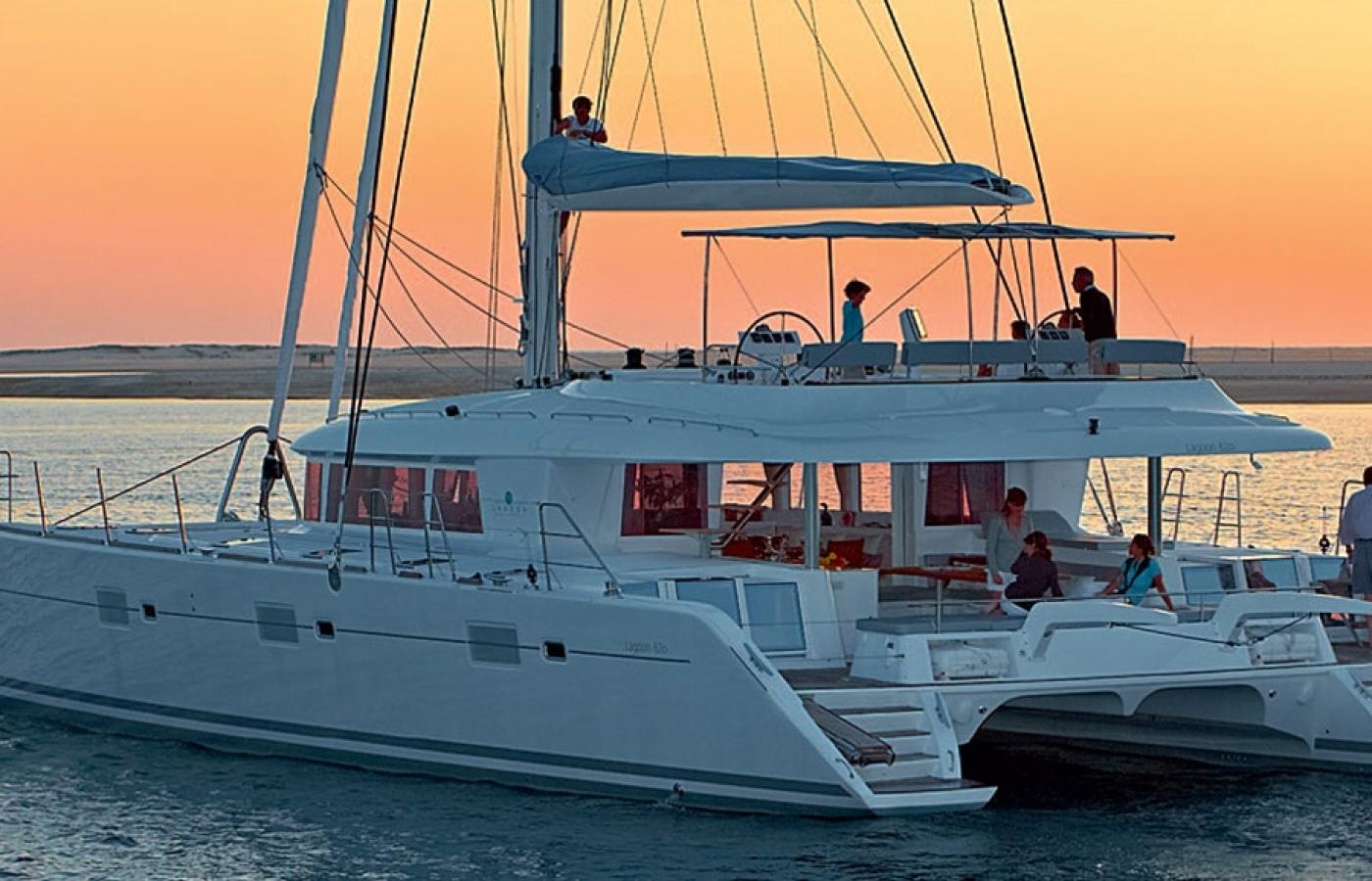 The perfect sunset on the Lagoon 62 - MyOffice