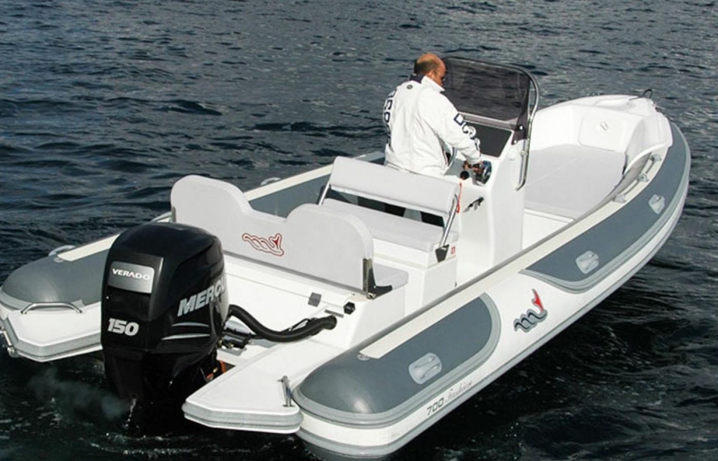 Motonautica MV700 - Perfect Two sailing the Greek islands