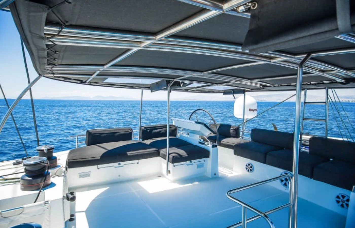 L shaped seating area at the stern of the LAGOON 620