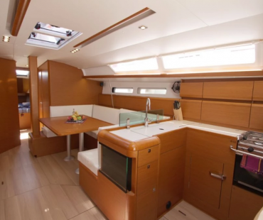 Spacious Galley with U Shaped seating