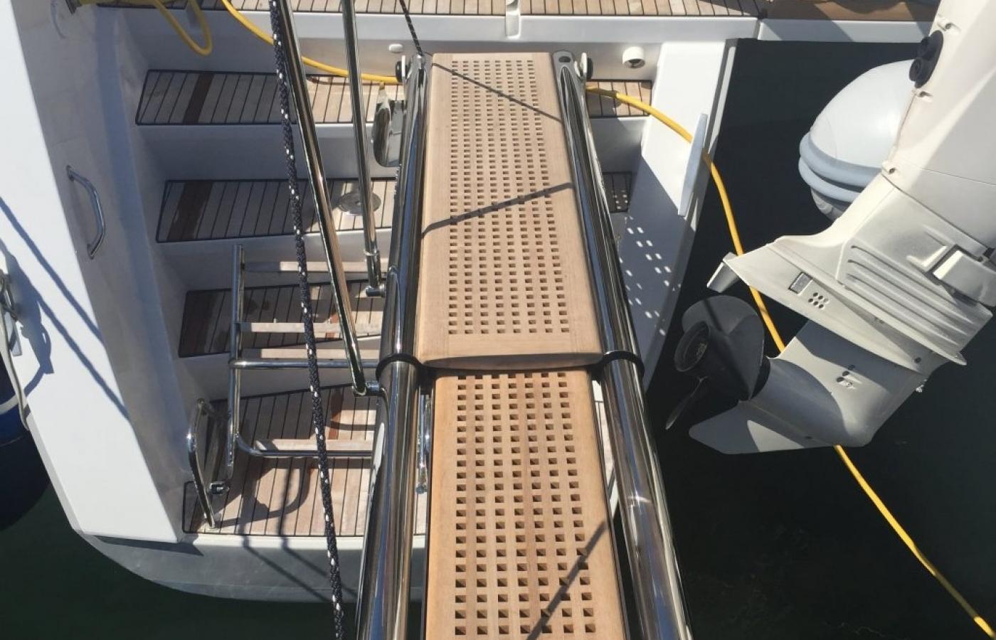Elegant teak hydraulic gangway