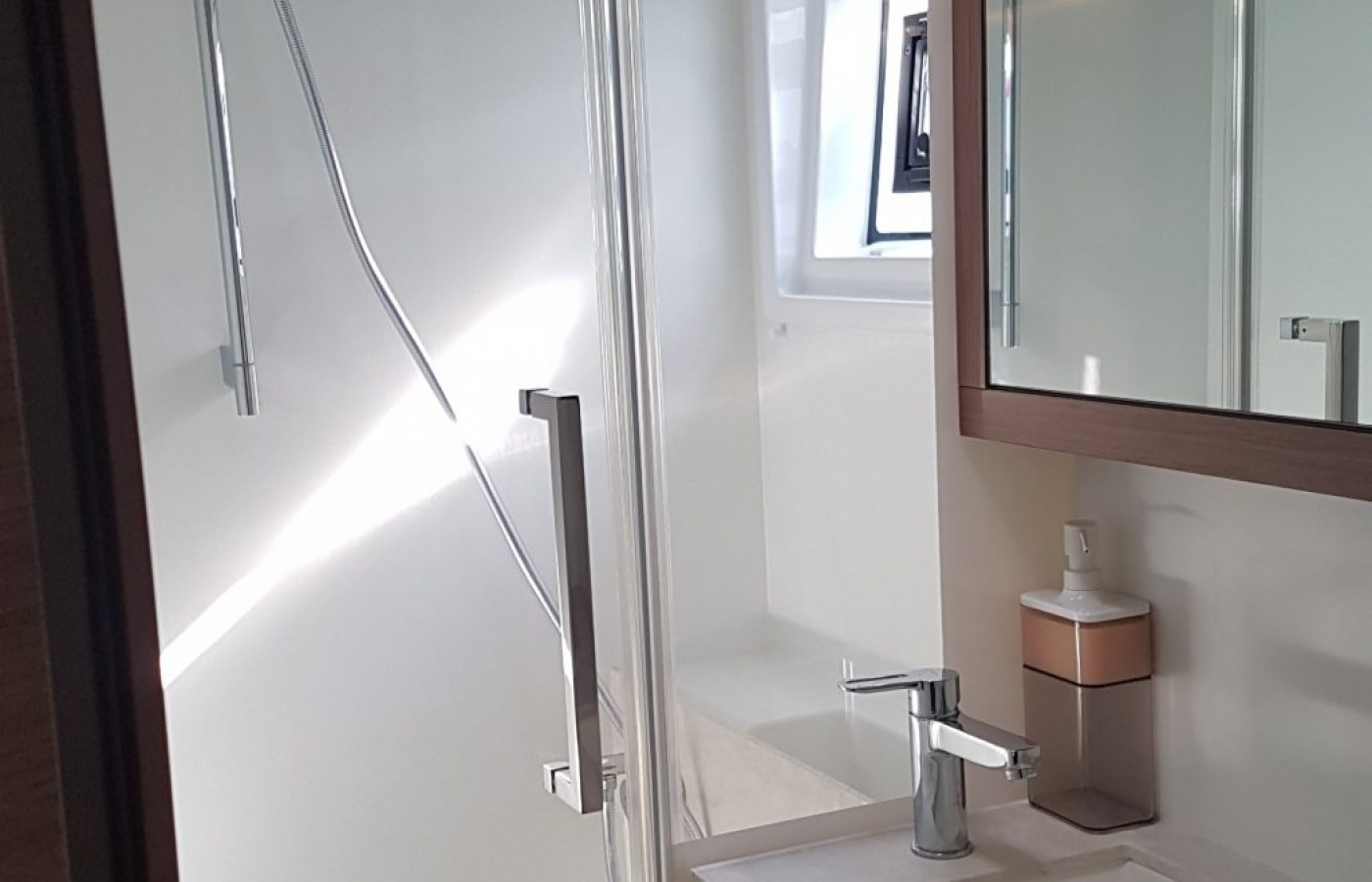 Corian finishes in the showers and bathroom top