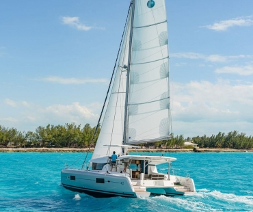 Book your sailing holidays Italy on the Lagoon 42 - Nadir