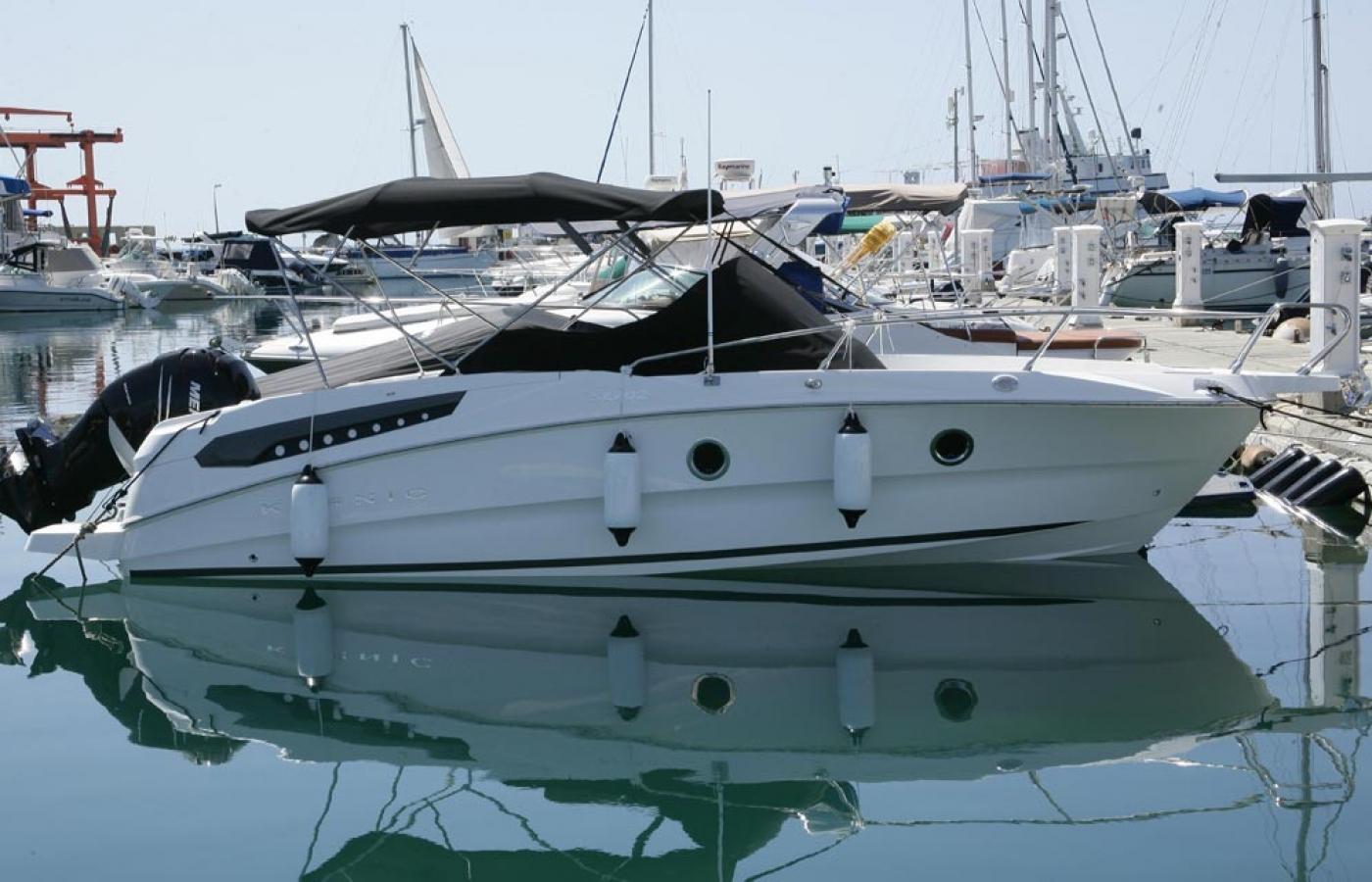 Karnic SL702 at Piso Livadi Port bay