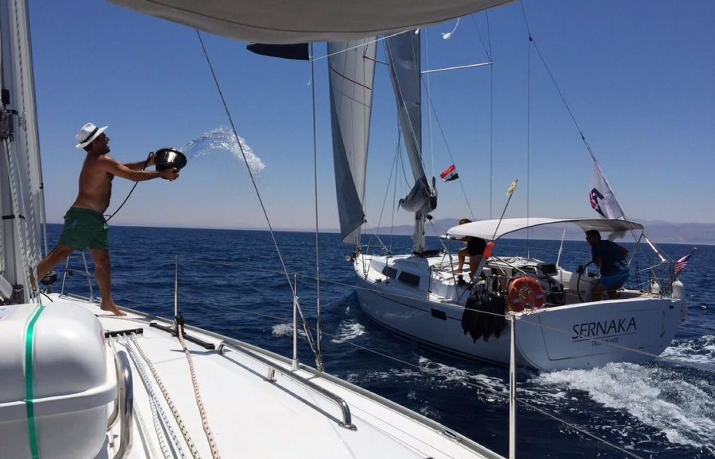 Hanse 385 holds a max of 6 passengers